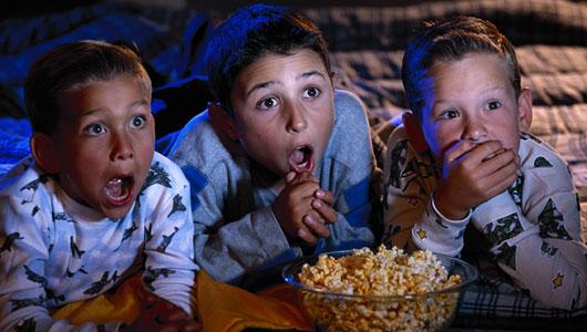 kids-watching-movie