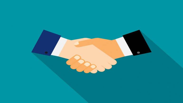 cooperate-friends-hands-handshake-partner-tieup-770x433